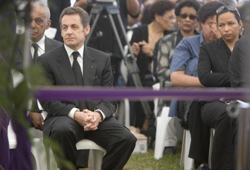 La famille du défunt a souhaité que Nicolas Sarkozy ne prononce pas de discours lors des obsèques.