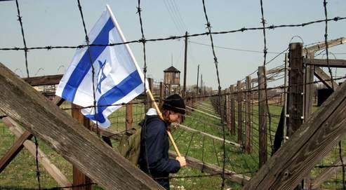 En Pologne, des marches du souvenir sont régulièrement organisées dans les camps de la mort nazis : à Sobibor, à Belzec et à Majdanek (notre photo).
