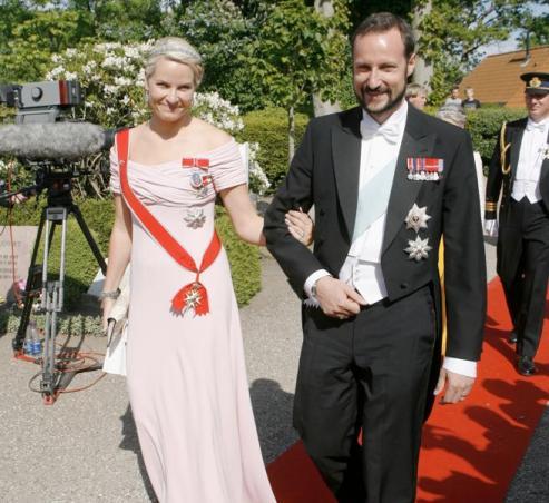 Le prince héritier Haakon Magnus et la princesse Mette-Marit de Norvège (AFP PHOTO/SCANPIX / Jeppe Michael Jensen /SCANPIX DANMARK).