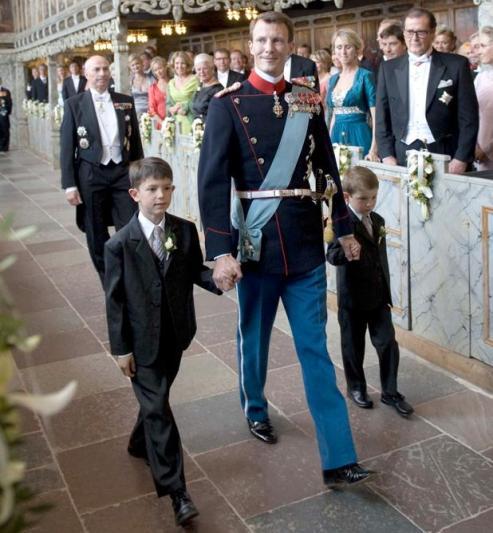 Le prince Joachim, qui occupe le 4e rang dans la ligne de succession, avait divorcé en avril 2005 de la princesse Alexandra, originaire de Hong Kong, après près de 10 ans de mariage. Ensemble, ils ont eu deux garçons, les princes Nikolai et Felix, témoins au mariage (AFP PHOTO/SCANPIX DENMARK/KELD NAVNTOFT DENMARK OUT).