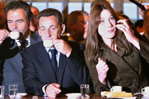 Accompagné de Luc Chatel, le couple présidentiel marque une pause ...