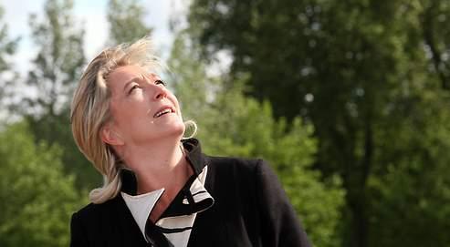 Pendant l'été, Marine Le Pen oublie la guerre au FN