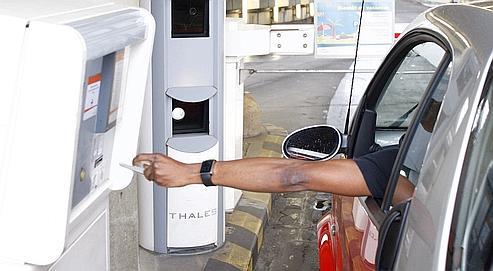 À l'entrée des parkings de Roissy, la plaque et la calandre des véhicules sont photographiées à chaque émission de ticket.