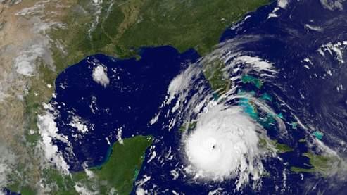 Gustav pourrait encore se renforcer en en faisant route vers les eaux chaudes Golfe du Mexique.