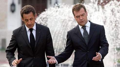 Nicolas Sarkozy et Dmitri Medvedev, lundi à Moscou.