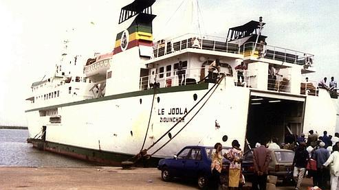Le Sénégal lance un mandat d'arrêt contre un juge français