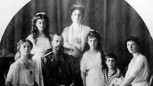 Nicolas II, dernier tsar de Russie, entouré de sa famille.