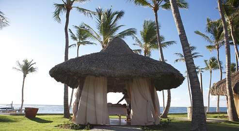 À condition de réserver plusieurs mois à l'avance, les voyagistes (comme ici le Club Med de Punta Cana) accordent jusqu'à 200 € de remise par personne.
