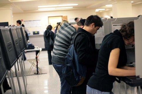 CALIFORNIE (2) - Ces habitants de San Francisco, l'une des villes les plus peuplées de cet état de l'ouest des Etats-Unis, votentpar anticipation.