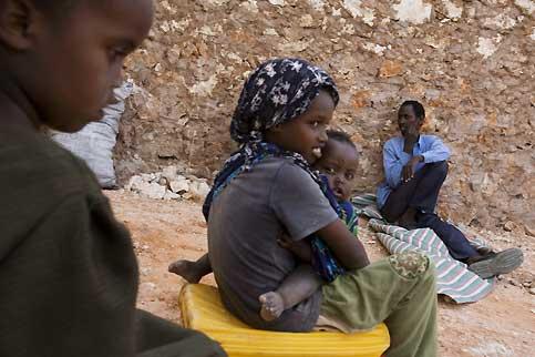 Mohamad a cédé aux sirènes des pirates et part à Hobyo pour participer à une  prochaine attaque.