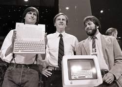 Steve Jobs, John Sculley (à l'époque PDG d'Apple) et Steve Wozniak, le cofondateur de l'entreprise, en avril 1984.