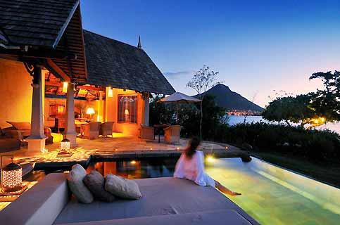 Face à la baie de Tamarin, 65 villas seulement se partagent l'éden tropical du Taj Exotica Resort & Spa.