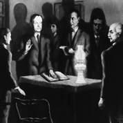 C'est le père de Calvin Coolidge , un notaire, et non le président de la Cour Suprême qui lui avait fait prêter une première fois serment, après la mort soudaine du président Harding.