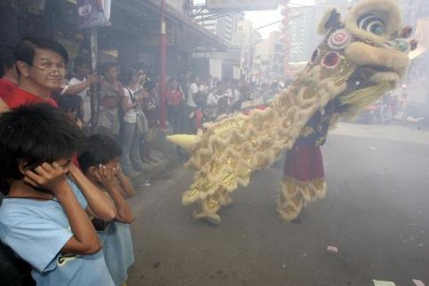 A Manille, aux Philippines, la rue est à la fête. (Marquez/AP)