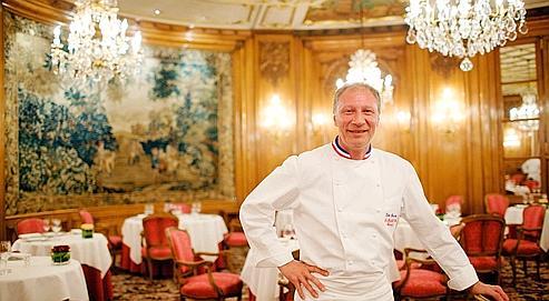 Éric Fréchon, dans la salle de son restaurant «Le Bristol»