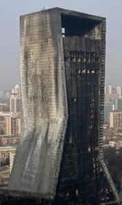 Les autorités chinoises n'ont pas réussi à empêcher 20millions de Pékinois de filmer l'incendie du Mandarin Oriental Hotel.