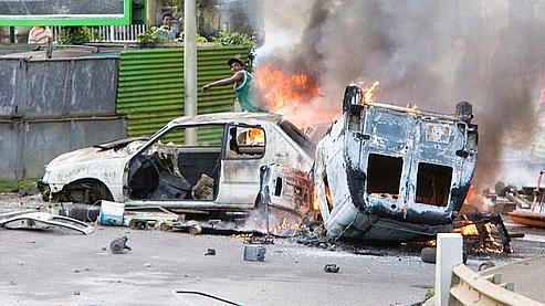 Scène d'émeute à Pointe-à-Pitre.
