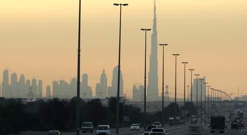 A Dubaï, grattes-ciels ultramodernes et mosquées se côtoient à chaque coin de rue.