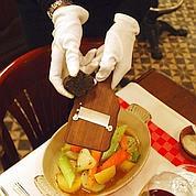Aux Lyonnais, la truffe noire est à prix coûtant (et aux poids) jusqu'au 14 mars.