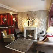 Chez Charlotte, quatre petits salons confortables où grignoter des macarons du pâtissier Pierre Hermé.