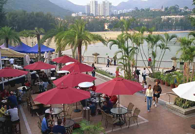 Discovery Bay à Lantau (D. B. pour les intimes) où se côtoient clubs huppés et infrastructures sportives.