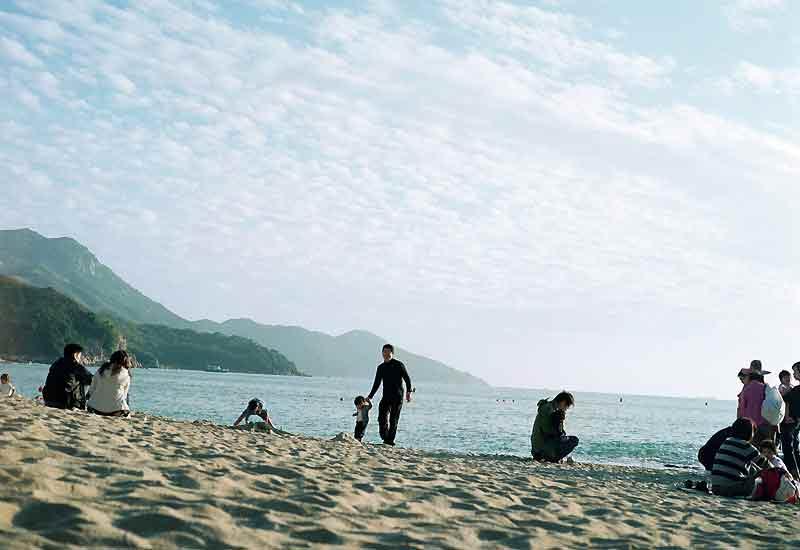 Hung Shing Ye, belle plage de sable fin sur la côte ouest de l'île paisible de Lamma.