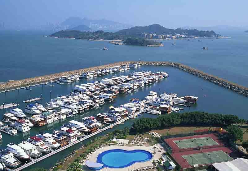 Les plaisanciers de Hongkong apprécient la marina de Discovery Bay à Lantau.