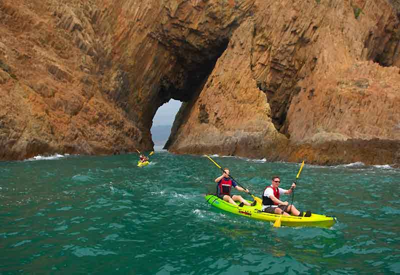 Sur les côtes de Sai Kung, sortie en kayak de mer.