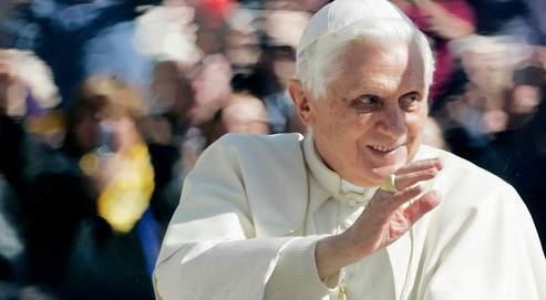 Le pape Benoît XVI reconnaît que l'affaire de la levée des excommunications «a suscité à l'intérieur et hors de l'Église catholique une discussion d'une véhémence que l'on n'avait pas connue depuis longtemps».