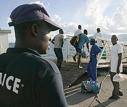 La reconduite à la frontière s'effectue le plus souvent en bateau.