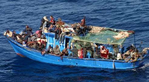 Plus de 2700 clandestins ont débarqué à Malte l'an dernier, et les chiffres ne s'annoncent pas à la baisse pour 2009 (ici un bateau intercepté le 5 février). Selon le gouvernement, l'arrivée d'un seul migrant à Malte équivaudrait à celle de 1129 clandestins en Allemagne et 953 en Italie.