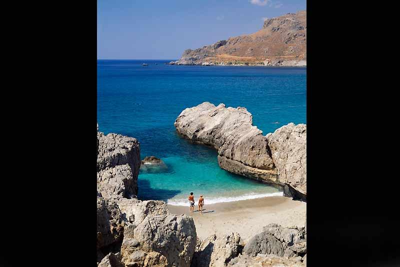 La jolie plage d'Amoudi, à Plakias, l'une des principales stations balnéaires de la mer de Libye.
