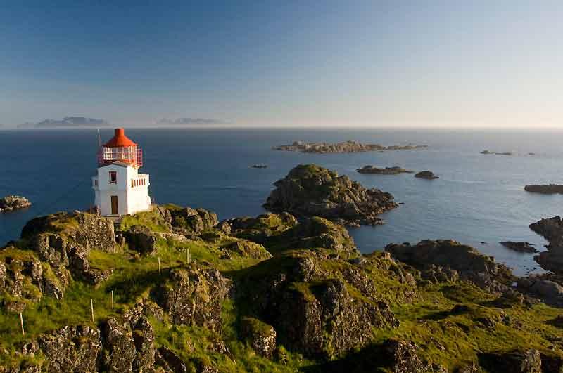 Le phare de Litloy, à l'orée des Lofoten, devenu une résidence d'artistes. La nuit, on y vit coupé du monde.