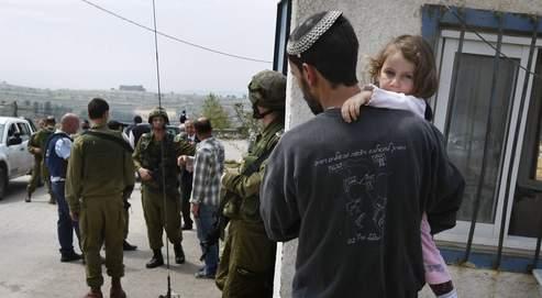 Après le drame, l'armée a aussitôt bouclé la zone entourant Bat Ayin et décrété un couvre-feu dans les villages palestiniens voisins.