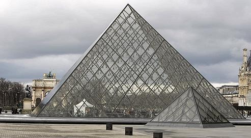 volume de la pyramide du louvre