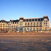 Le Grand Hotel, en front de mer, emblématique de la station. (Accor)