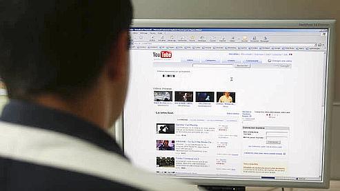 Utiliser Internet de son bureau à des fins personnelles est toléré, mais dans des proportions «raisonnables», selon la Cnil. Crédits photo: François Bouchon Le Figaro