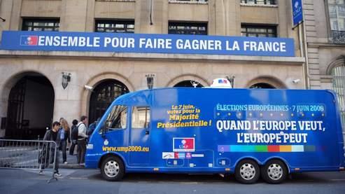 La caravane de l'UMP pour les européennes, devant le siège du parti à Paris, le 20 avril 2009. Crédit photo : AFP.