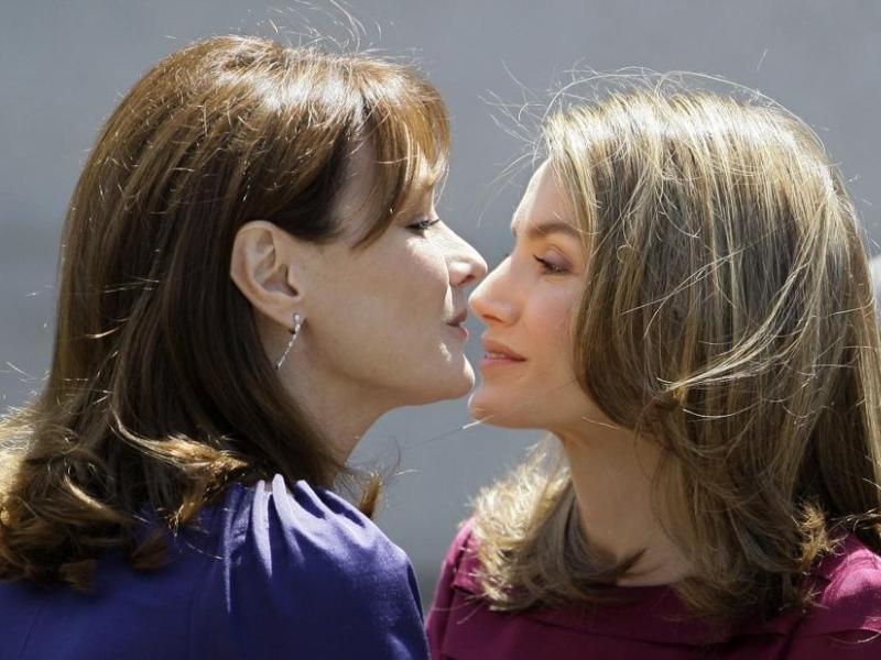 Letizia et Carla se sont chaleureusement embrassées.