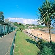 Avec ses cabines, la station de Langland Bay a gardé son air d'autrefois (Wales Towns & Villages)
