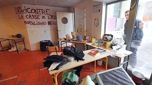 Les bloqueurs de la fac de Caen évacués. dans Pol-Un peu de tout 0df8b8a4-3bd1-11de-b81e-b872aa15bebe