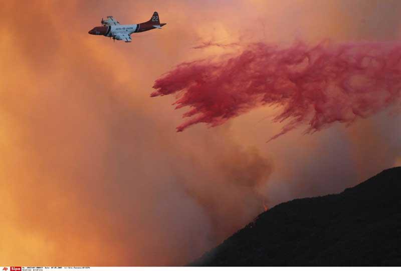 Plus de la moitié des 35 000 Californiens évacués en raison des feux qui font rage dans la région de Santa Barbara ont pu regagner leurs maisons ce lundi, ont annoncé les autorités. Les incendies ont détruit 80 maisons et brûlé près de 3.500 hectares de végétation depuis une semaine sur les collines qui surplombent cette ville huppée la côte californienne.