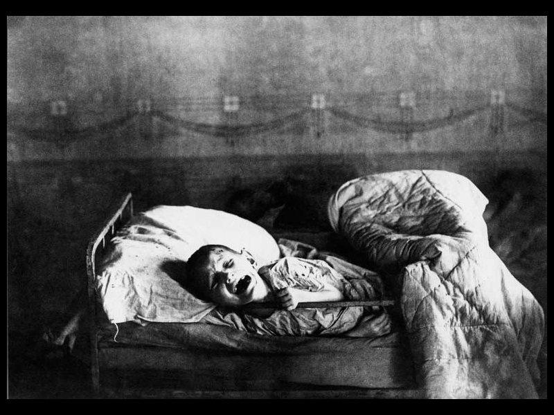 <strong>Famine en Russie, 1922. </strong> L'agriculture russe est sortie ravagée de six ans de guerre. Beaucoup d'enfants en sont les victimes directes. Un observateur les décrit