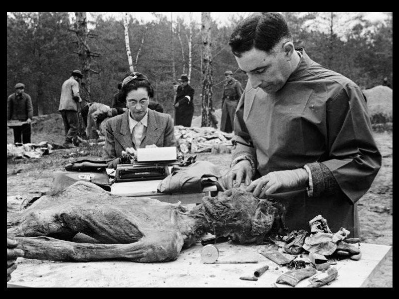 Seconde guerre mondiale, allemagne. hommes dans le dortoir d'un c