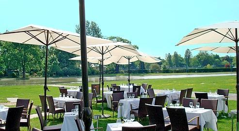 Dix tables dans les jardins parisiens for Restaurant dans jardin paris