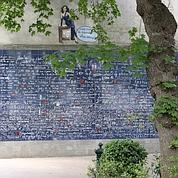 Le square Jehan-Rictus avec son «mur des je t'aime».