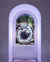 Nauman a installé son néon : The True Artist Helps theWorld by RevealingMystic Truths (1967) dans le pavillon anglais.