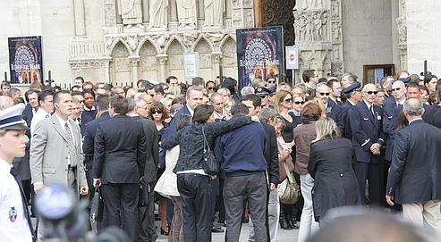 Hommage aux victimesà Notre-Dame