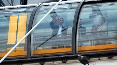 La famille présidentielle américaine est brièvement apparue à la terrasse du cinquième étage du centre Pompidou, dimanche matin.