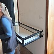 Le carnet se trouvait dans ce présentoir, au premier étage du musée.
